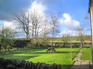 STEMSTER SCHOOL HOUSE APARTMENT, over first floor, open views, ideal for walkers and couples, Halkirk, Ref 932359 - Halkirk vacation rentals