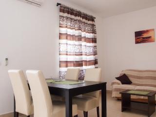 Cozy 2 bedroom Makarska Apartment with Television - Makarska vacation rentals