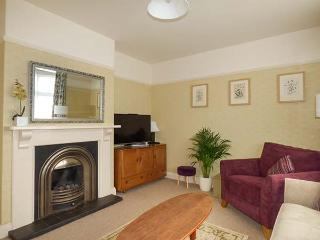 LILY HOUSE, detached and spacious cottage, woodburner, WiFi, enclosed garden, close to beach, Minehead, Ref 922415 - Minehead vacation rentals