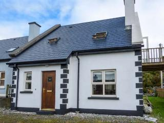ACHILL COTTAGE detached, en-suite, solid fuel stove, close to beach in Achill Island Ref 928659 - Achill Island vacation rentals