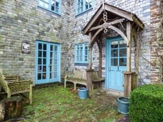 SQUIRRELS DRAY, barn conversion, en-suites, off road parking, shared courtyard with swim spa, in Gorran Haven, Ref 933001 - Gorran Haven vacation rentals
