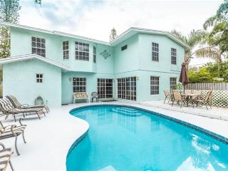 Rialto Mansion, 6 Bedrooms, Private Heated Pool, Pet Friendly, Sleeps 14 - Venice vacation rentals
