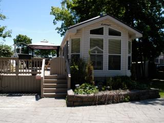 Cozy 2 bedroom Cottage in Port Colborne - Port Colborne vacation rentals
