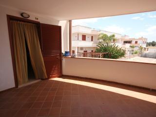 bilocale nel residence Blumer vicino al mare - Sant'Isidoro vacation rentals