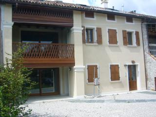 CASE AL PIZZOCCO vicino al PARCO DELLE DOLOMITI p2 - Santa Giustina vacation rentals