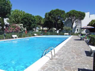 Grazioso monolocale in Residence con piscina - Lido delle Nazioni vacation rentals