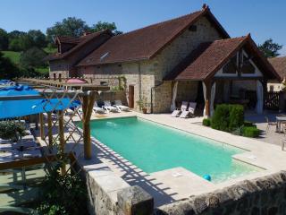 sfeervolle gîtes, verwarmd zwembad, kleine camping - La Grande-Verrière vacation rentals