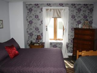 4 bedroom Bed and Breakfast with Internet Access in Trois-Rivieres - Trois-Rivieres vacation rentals