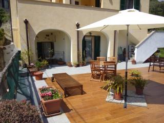Casa Girasole tra mare/campagna +terrazza/giardino - Finale Ligure vacation rentals