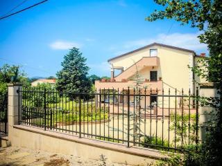 Cozy 1 bedroom House in Milohnici - Milohnici vacation rentals