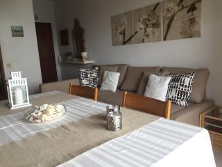 Apartamento T2+1 a 30 m da praia - Quarteira vacation rentals