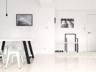 [Black & White house] Taipei / MRT - Taipei vacation rentals
