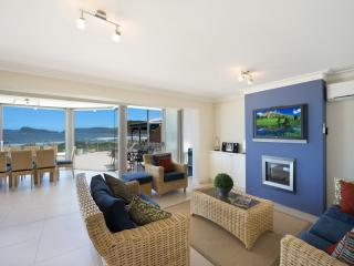 BAY VISTA 1 - ABSOLUTE BEACHFRONT - Umina Beach vacation rentals