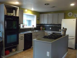respite-eugene 2 Bedroom Suite - Eugene vacation rentals