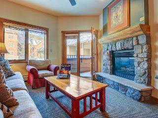 Cozy lodge-style condo close to slopes w/hot tub & pool! - Keystone vacation rentals