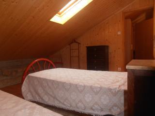 Quartos Duplos - Double Bedrooms - Castro Daire vacation rentals