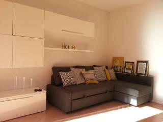 Apartment with garden and private parking - Parma vacation rentals