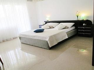 COMFORT 2 BEDROOM APARTMENT, 150M FROM THE BEACH - Sukosan vacation rentals