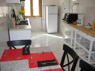 Cozy Apartment with Central Heating and Cleaning Service in Orvieto - Orvieto vacation rentals