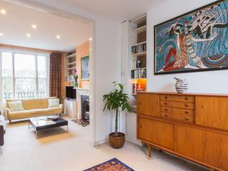 A fantastic three-bedroom family home in Belsize Park. - London vacation rentals