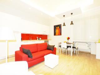 """La Casa della Divina"" up to 4 People  Colosseo - Rome vacation rentals"