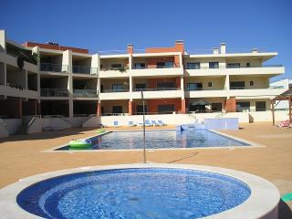 ALGARVE APARTMENT - pool, close to beach, UK television channels, free Wi-Fi - Lagos vacation rentals