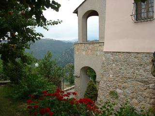 Appartamento immerso nel verde in casa rurale - Gorra vacation rentals