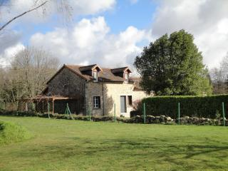 House sleeps 6-8, large swimming pool, N Dordogne - Abjat-sur-Bandiat vacation rentals