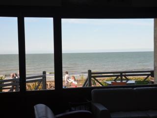 Grande Villa Familiale directement sur plage DDay - Saint-Aubin-Sur-Mer vacation rentals
