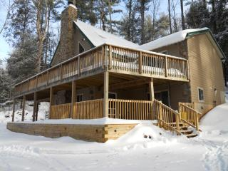 Lovely House with Deck and Outdoor Dining Area - Canadensis vacation rentals