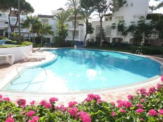 POR3900 - Fantastic, Spacious 3 bedroom apartment - Elviria vacation rentals