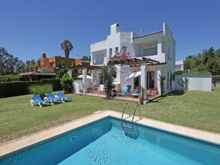 VILLA WITH PRIVATE POOL DIRECTLY 1 LINE GOLF COURT - Nueva Andalucia vacation rentals
