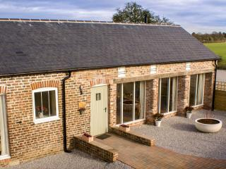 Swallow's Nest - cottage sleeps 6, near Yorkshire coast & Beverley - Brandesburton vacation rentals