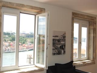 TOP FLAT - Amazing River Views - 1 bedroom Apt - Porto vacation rentals