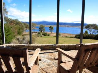 Edzell - a lakefront house with stunning views - Jindabyne vacation rentals