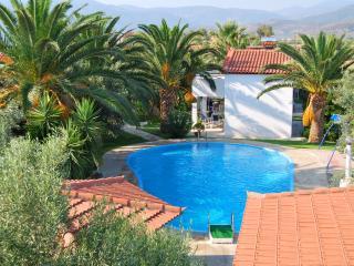 Romantic 1 bedroom Paralio Astros Bungalow with A/C - Paralio Astros vacation rentals