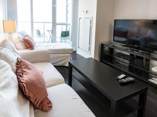 1 Bedroom + Den @ Best location Downtown Toronto - Toronto vacation rentals
