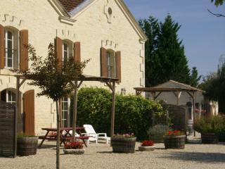 Gites de Cognac - La Grande Ecurie - Breville vacation rentals