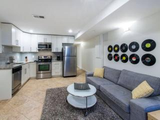 4 Beds - Walk to White House and the Sites! - Washington DC vacation rentals