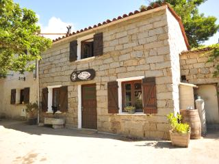 CHEZ PAUL-ANTOINE Ch. Familiale de 10 - Guitera-les-Bains vacation rentals