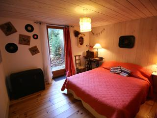 "BnB à la carte...Bedroom ""d'Amis"" - Montpellier vacation rentals"