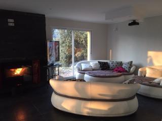 Villa plein sud avec home cinéma+Piscine hors sol - Saint-Andre-de-la-Roche vacation rentals