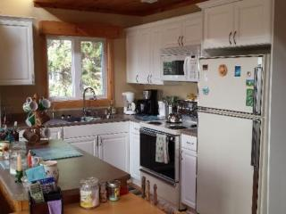 Beautiful Cottage with Washing Machine and Microwave - Alberton vacation rentals