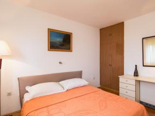 Gorgeous 2 bedroom Povlja Condo with Television - Povlja vacation rentals