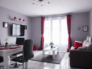 2 bedroomed Near Disneyland Paris 5/7 people - Bailly-Romainvilliers vacation rentals