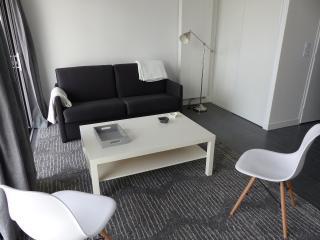 ACCES DIRECT PORT DES MINIMES STUDIO AVEC TERRASSE - La Rochelle vacation rentals