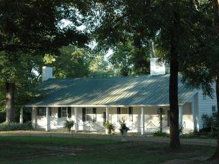 Historic Log Cabin Circa1800-25 min from Nashville - Hendersonville vacation rentals