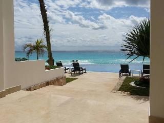 OCEAN DREAM 1 BEDROOM OCEANVIEW LOFT IN CANCUN CLUB ZONE: BEACH, WIFI, KITCHEN - Cancun vacation rentals