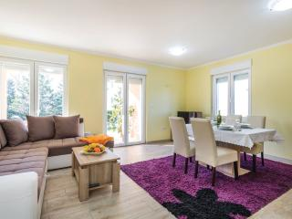 Comfortable 2 bedroom Apartment in Cavle with Internet Access - Cavle vacation rentals