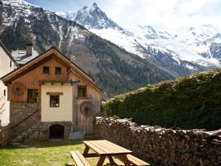 Chalet le Flocon Chamonix hot tub garden fireplace - Chamonix vacation rentals